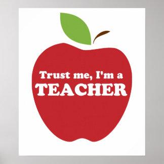 Vertrauen Sie mir, ich sind ein Lehrer-Rot Apple Poster