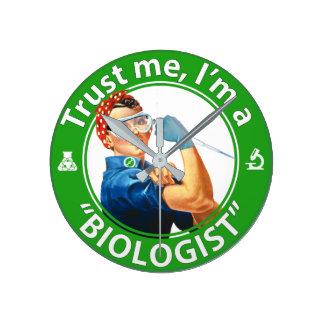 """Vertrauen Sie mir, ich sind eine """"Biologen"""" Runde Wanduhr"""