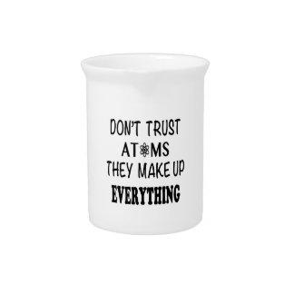 Vertrauen Sie nicht Atomen, die sie alles bilden Getränke Pitcher
