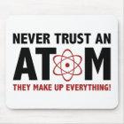 Vertrauen Sie nie einem Atom. Sie bilden alles Mousepad