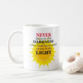 Verweigern Sie nie in der Dunkelheit Kaffeetasse