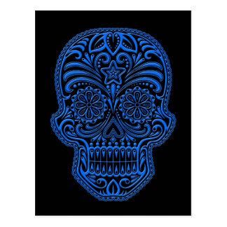 Verwickelter blauer Zuckerschädel auf Schwarzem Postkarte
