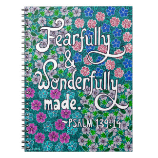 Verwickelter Blumentypographie-Bibel-Vers auf Spiral Notizblock