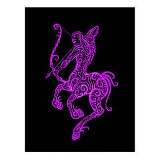 Verwickelter lila Schütze-Tierkreis auf Schwarzem Postkarte