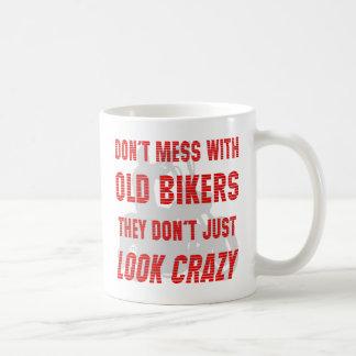 Verwirren Sie nicht mit alten Radfahrern, die sie Kaffeetasse