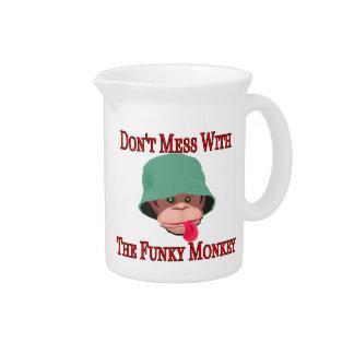 Verwirren Sie nicht mit dem flippigen Affen Getränke Pitcher