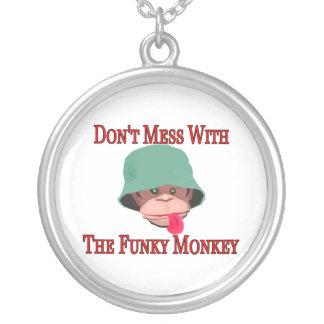 Verwirren Sie nicht mit dem flippigen Affen Versilberte Kette
