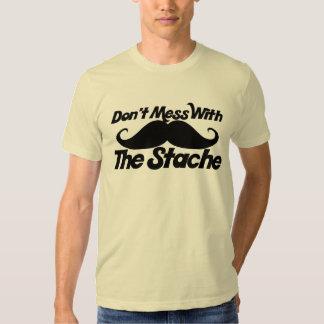 Verwirren Sie nicht mit dem Stache Hemd