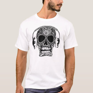 Verwirrter Schädel und der T - Shirt der
