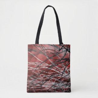 Verwirrtes Schwarzweiss-Gras im Wind auf Rot Tasche