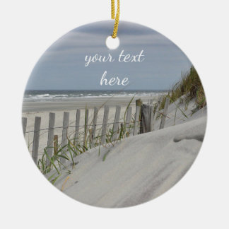 Verwitterter Zaun und Sanddünen am Strand Keramik Ornament