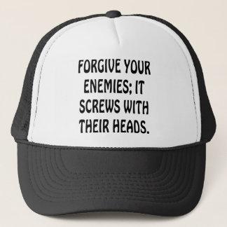 Verzeihen Sie Ihren Feinden, die es mit ihren Truckerkappe
