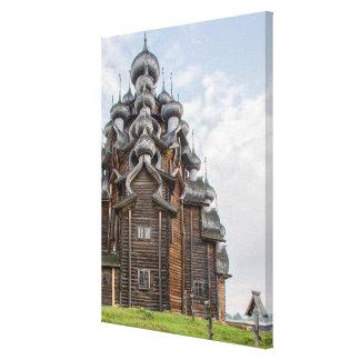 Verzierte hölzerne Kirche, Russland Leinwanddruck