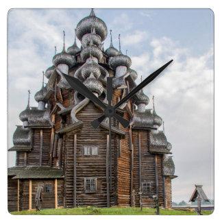 Verzierte hölzerne Kirche, Russland Quadratische Wanduhr