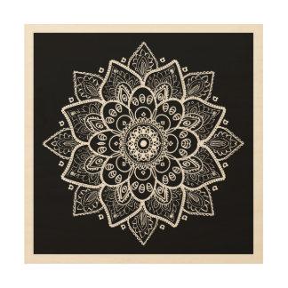 Verzierter eleganter weißer Mandala auf Schwarzem Holzleinwand