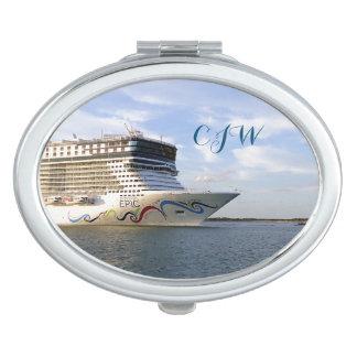 Verzierter Kreuzfahrt-Schiffs-Bogen mit Monogramm Taschenspiegel