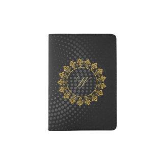 Verziertes Kreis-Monogramm auf schwarzem Passhülle