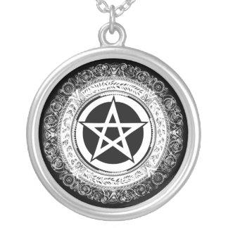 Verziertes Pentagramm Versilberte Kette