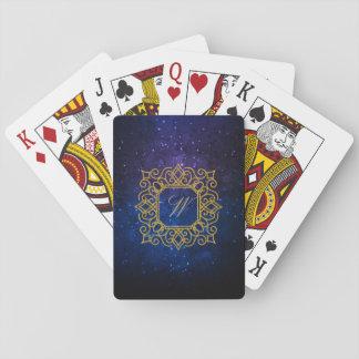 Verziertes quadratisches Monogramm auf blauer Spielkarten