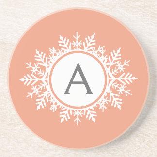 Verziertes weißes Schneeflocke-Monogramm auf Getränkeuntersetzer