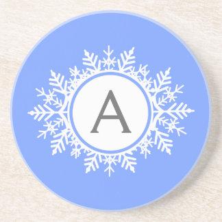 Verziertes weißes Schneeflocke-Monogramm auf Untersetzer