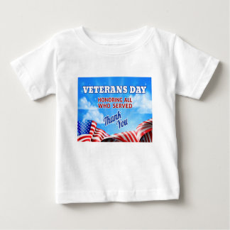 Veteranen-TagesFlagge-Himmel-Hintergrund Baby T-shirt