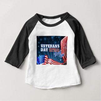 Veteranen-Tageshintergrund-Flagge-Entwurf Baby T-shirt