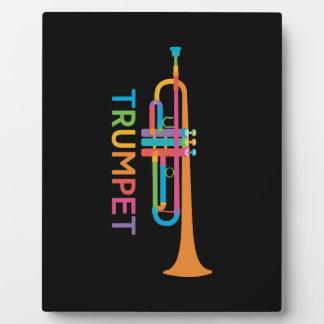 Vibrierende Trompete in den Regenbogen-Farben Fotoplatte