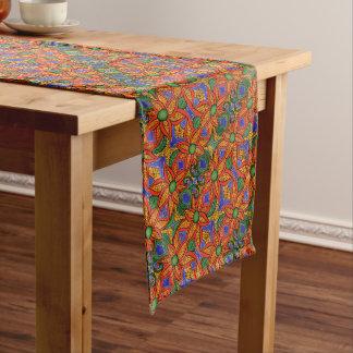 Vibrierendes abstraktes Blumenmuster Mittelgroßer Tischläufer