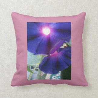 Vibrierendes Blumen Kissen