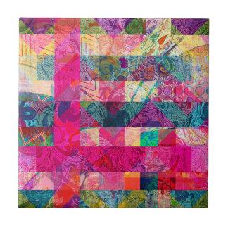 Vibrierendes buntes abstraktes rosa kariertes kleine quadratische fliese
