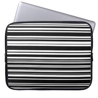 Vielzahl ungleiche Schwarzweiss-Streifen Laptop Sleeve