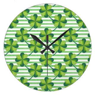 Vier Blätter-Klee-St Patrick Tagesmuster Große Wanduhr