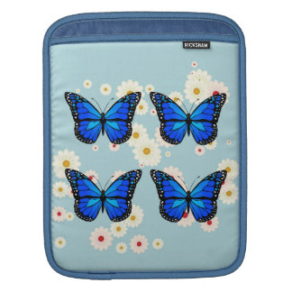 Vier blaue Schmetterlinge iPad Sleeve