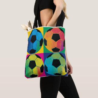 Vier Fußbälle in den verschiedenen Farben Tasche