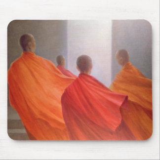 Vier Mönche auf Tempel-Schritten Mousepad