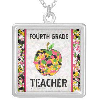 Vierte Grad-Lehrer-Farben-Spritzer-Apple-Halskette Halskette Mit Quadratischem Anhänger