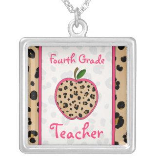 Vierte Grad-Lehrer-Leopard-Druck-Apple-Halskette Halskette Mit Quadratischem Anhänger