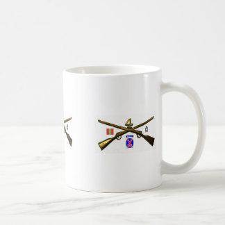 Vierte Infanterie-Regiment-Kreuz-Gewehre Kaffeetasse