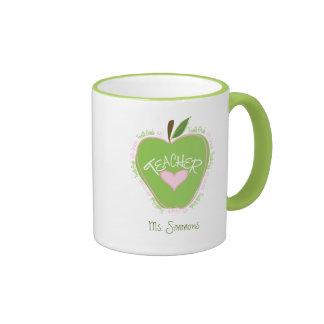 Vierter Grad-Lehrer-rosa und grünes Apple Ringer Tasse