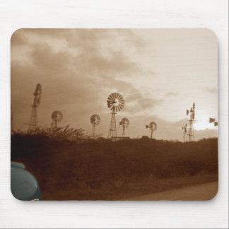Vierzigerjahre Sepia-Windmühlen-Bauernhof mit Mousepad