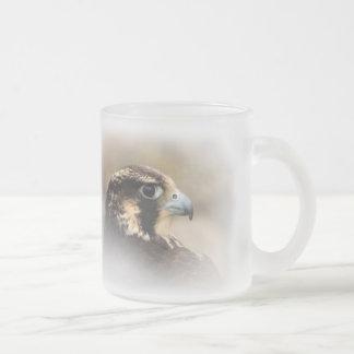Vignetted Profil eines Wanderfalken Mattglastasse