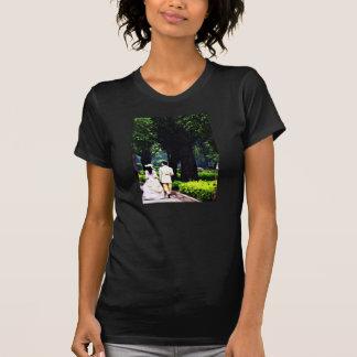 viktorianische Behälterspitze der Paarfrauen T-Shirt