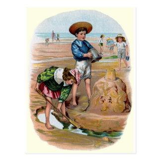 Viktorianische Kinder errichten einen Sandcastle Postkarte