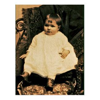 Viktorianisches Baby in der weißen Spitze und im L