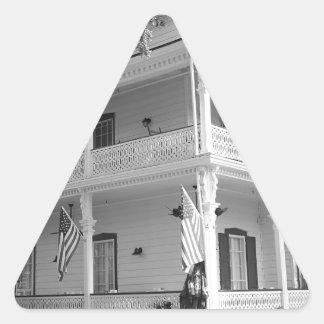 Viktorianisches Zuhause in Schwarzem u. im Weiß Dreiecks-Aufkleber