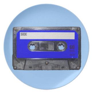 Vintage Achtzigerjahre blaue Aufkleber-Kassette Flacher Teller