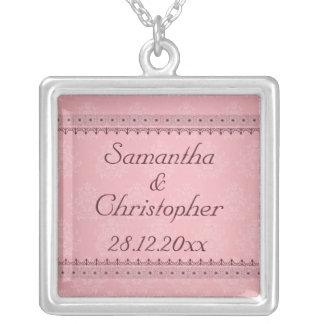 Vintage Bordeaux-Deko-Spitze auf rosa Hochzeit Personalisierte Halskette