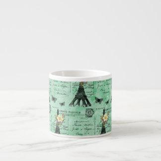 Vintage Eiffel-Turm-Postkarten auf Grün Espresso-Tasse