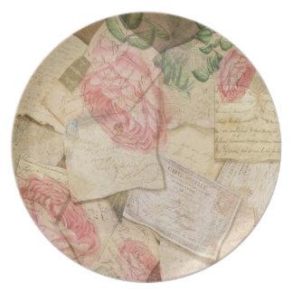 Vintage französische Buchstaben und Postkarten Flache Teller